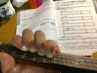 左指の基本姿勢をつくるための練習